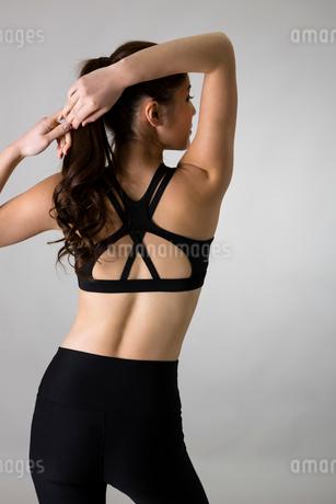 スポーツウェアを着た女性の写真素材 [FYI01761567]