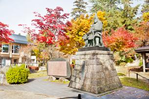 秋の上杉謙信像の写真素材 [FYI01762468]