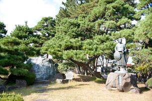 松尾芭蕉像と句碑の写真素材 [FYI01762622]