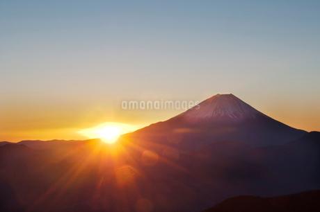 日の出の富士山の写真素材 [FYI01762686]