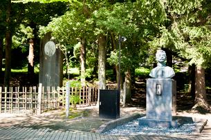 中国の文豪の魯迅の碑と胸像の写真素材 [FYI01762971]