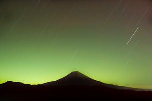 星空と富士山の写真素材 [FYI01762999]
