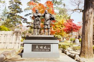 秋の上杉景勝と直江兼続の主従像の写真素材 [FYI01763263]