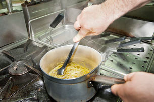 ナポリのレストランの厨房の写真素材 [FYI01763499]