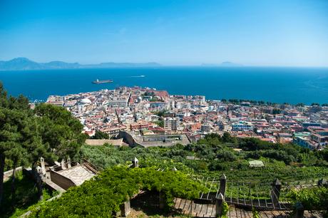サン・マルティーノ修道院から望むナポリの町並みの写真素材 [FYI01763554]