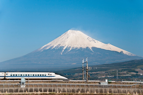 新幹線と富士山の写真素材 [FYI01764032]