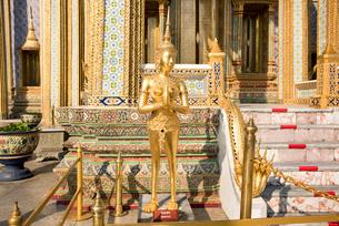 ワット・プラケオのキンナラ像の写真素材 [FYI01764885]