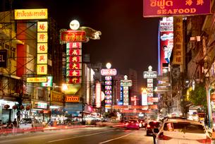 チャイナタウンの夜景の写真素材 [FYI01764926]