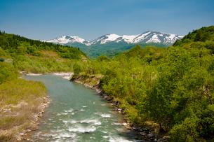 月山、湯殿山と寒河江川の写真素材 [FYI01764957]