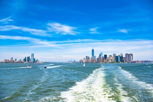 ジャージーシティーとマンハッタンの写真素材 [FYI01765352]