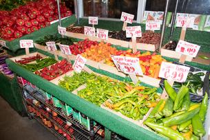 チェルシーマーケット 野菜コーナーの写真素材 [FYI01765518]