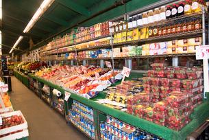 チェルシーマーケット フルーツコーナーの写真素材 [FYI01765573]