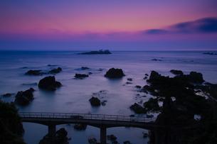 明け方の日和山海岸の写真素材 [FYI01765909]