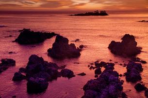 明け方の日和山海岸の写真素材 [FYI01765935]