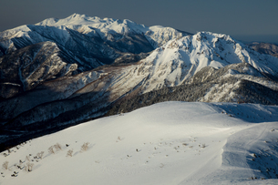 西穂高独標付近より乗鞍岳・焼岳を望むの写真素材 [FYI01766153]