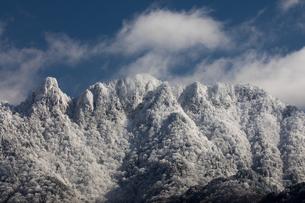 厳冬の大峰山 稲村ケ岳と大日山の写真素材 [FYI01766199]