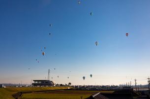 鈴鹿バルーンフェスティバルの熱気球の写真素材 [FYI01766252]
