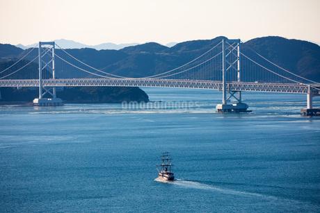 淡路島より大鳴門橋を望むの写真素材 [FYI01766258]