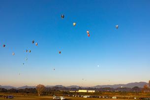 鈴鹿バルーンフェスティバルの熱気球の写真素材 [FYI01766505]