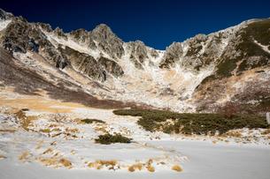 中央アルプス 初冬の千畳敷より宝剣岳の写真素材 [FYI01766594]
