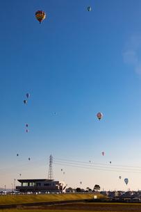 鈴鹿バルーンフェスティバルの熱気球の写真素材 [FYI01766637]
