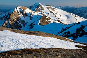 北アルプス・白馬岳より杓子岳・鑓ケ岳の写真素材 [FYI01766819]