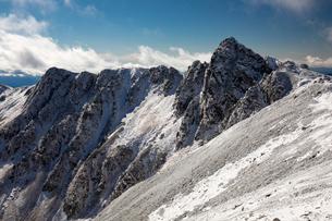 中央アルプス 初冬の宝剣岳の写真素材 [FYI01766835]