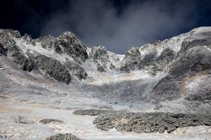 中央アルプス 初冬の千畳敷より宝剣岳の写真素材 [FYI01766868]