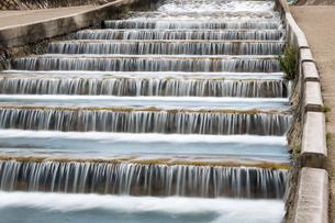 神戸・住吉川の水の階段の写真素材 [FYI01766869]