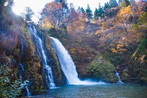 白銀の滝の写真素材 [FYI01766873]
