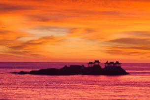 明け方の日和山海岸の写真素材 [FYI01766957]