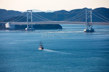 淡路島より大鳴門橋を望むの写真素材 [FYI01767201]