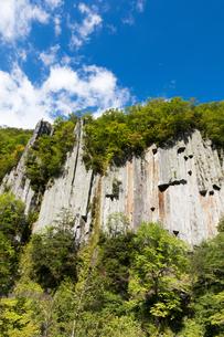 天人峡温泉の柱状節理 北海道の写真素材 [FYI01767379]