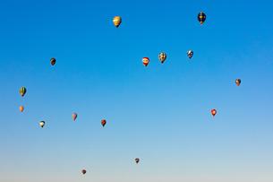 鈴鹿バルーンフェスティバルの熱気球の写真素材 [FYI01767779]