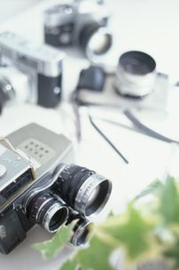 8ミリカメラと一眼レフカメラの写真素材 [FYI01768495]