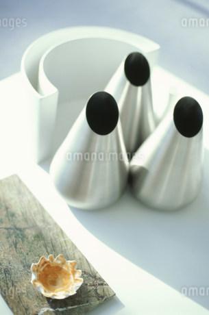ステンレスの花瓶の写真素材 [FYI01770341]