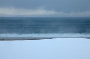 冬の海岸,気比の松原の写真素材 [FYI01772908]