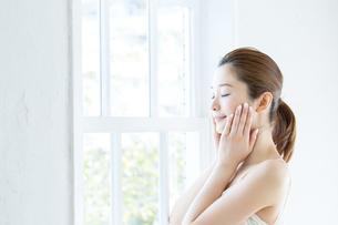 肌の綺麗な女性の写真素材 [FYI01774215]