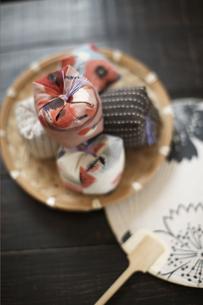 お手玉と団扇の写真素材 [FYI01775029]