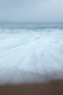冬の海岸,気比の松原の写真素材 [FYI01775974]