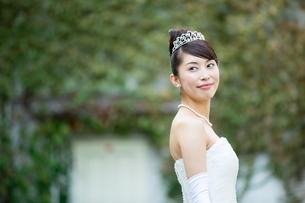 ウエディングドレスのきれいな女性の写真素材 [FYI01776428]