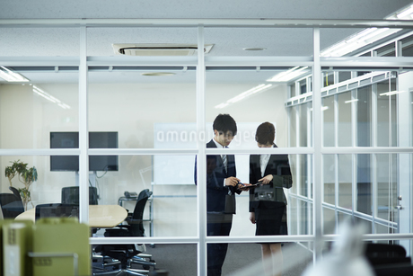 オフィスの上司と部下の写真素材 [FYI01777149]