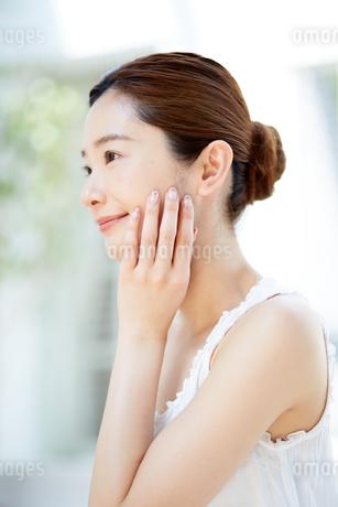 肌の綺麗な女性の写真素材 [FYI01777569]