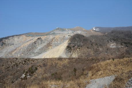 伊吹山山腹とセメント工場の写真素材 [FYI01777725]