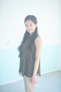 ふるゆわな髪型の女性の写真素材 [FYI01777833]