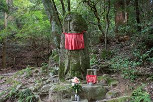 首切地蔵(柳生街道・春日山遊歩道分岐点)の写真素材 [FYI01777981]