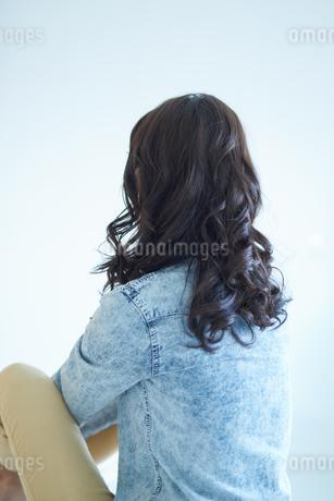 ふるゆわな髪型の女性の写真素材 [FYI01778077]