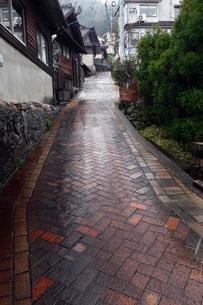 3月春 雨の波佐見焼の里の写真素材 [FYI01778176]