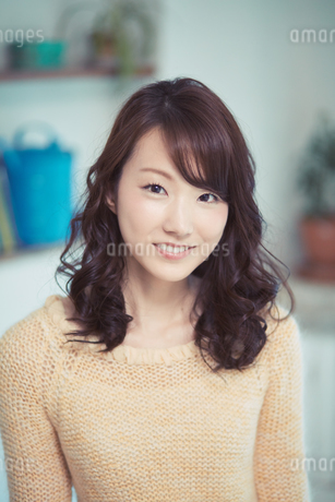 ミディアムヘアの爽やかな女性の写真素材 [FYI01778267]