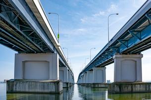 琵琶湖大橋近景の写真素材 [FYI01778302]
